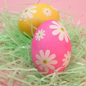 Unique-egg-decorating-ideas-lazy-daisy-eggs-04-ss
