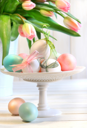 Egg_pedestal_centerpiece