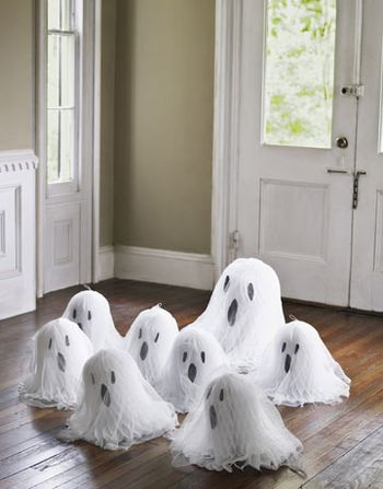 DIY-Halloween-Decorations-floor-ghosts-1010-de