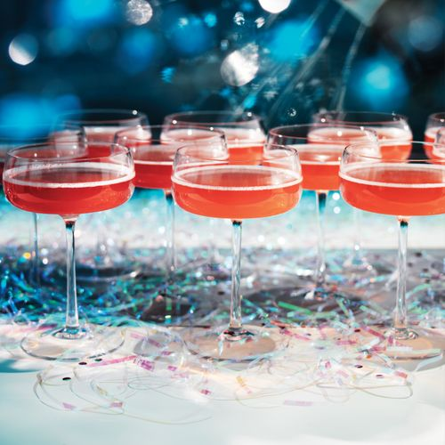 Pink%20Champagne%20cocktails%20with%20blue%20background