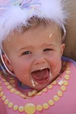 Baby_eating_cake